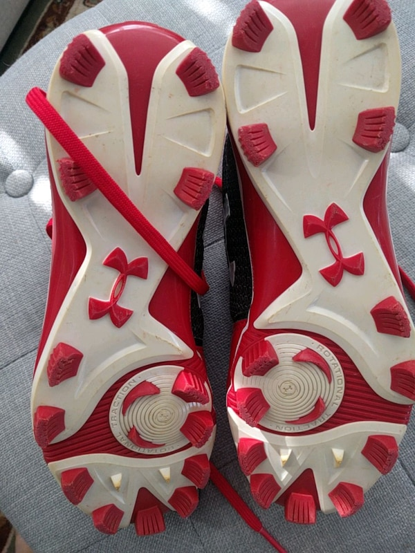 Under Armour cleats a896186f-7bad-4315-bb3e-ad430244778c