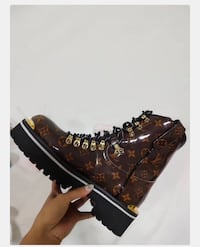 Louis Vuitton Outland Ankle Boots 54 km