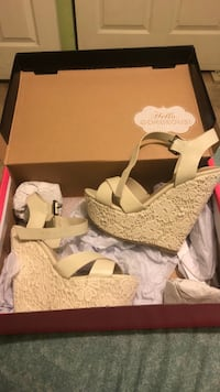 Pair of white open-toe wedge sandals Imperial, 92251