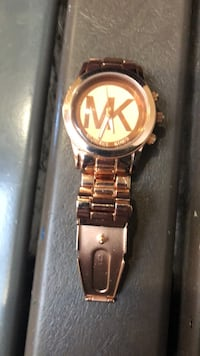 round gold Michael Kors analog watch with link bracelet Vancouver, V5R 5E3