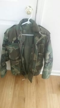 brown and green camouflage zip-up jacket