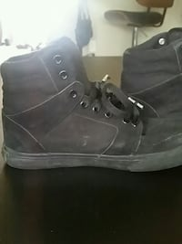pair of black boys airwalk shoes size 6 3144 km