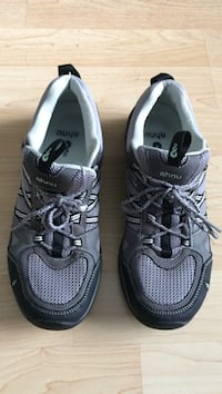 Pair of gray-and-black nike running shoes Oxnard, 93033
