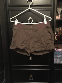 Women's shorts size medium 28 Calgary, T2A 7R1