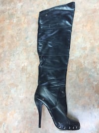 pair of black leather knee-high boots Brossard, J4W
