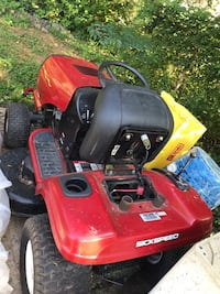 Red and black troy-bilt riding mower 31 km