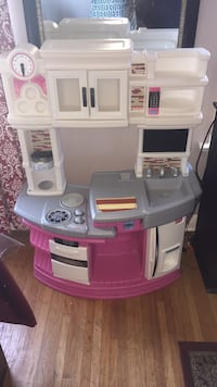 white and pink kitchen playset Toronto, M9W 3L6