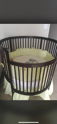 Spindle Crib w/ mattress & bedding Alexandria, 22304