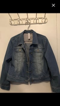 Woman Brand new jean jacket size xl worth 75$ last chances  Montréal, H4E 1M5