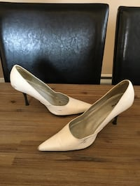 pair of white pointed-toe heeled shoes Laval, H7R 5K2