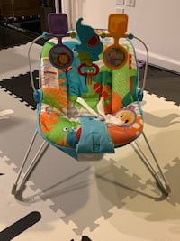 Baby bouncer: vibration and soothing music sounds