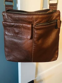 Roots body purse
