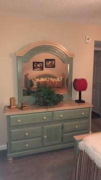 Green Wooden Dresser with Mirror La Vergne, 37086