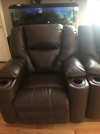 Brown  leather recliner/theatre chair  Federal Way, 98023
