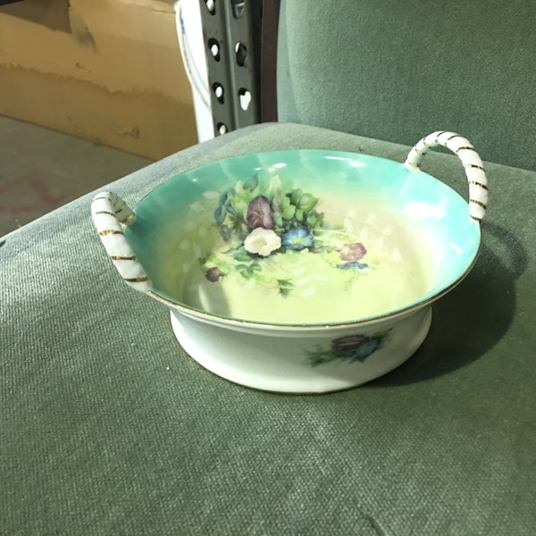 white and green floral ceramic bowl