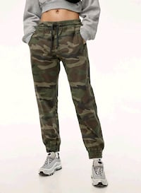 Artiza Tna camo pants size xs  Richmond Hill, L4B