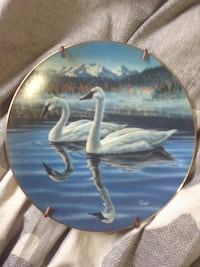 round two swan print decorative plate Prince George, V2M 4S7