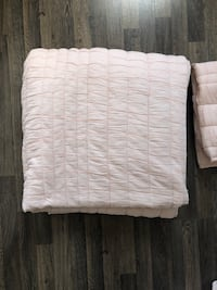 Selling a full/queen comforter with 2 standard size shams. Pale pink. Slightly used (under one year).  Vaughan