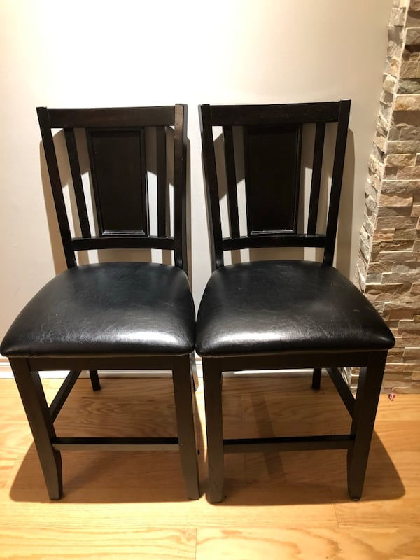 Counter-height table and 4 chairs- bonded leather and gently used! fe4ff026-d1fe-41b2-a2a3-7d3354896021