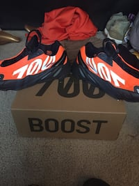 Orange yeezy 700s Beltsville, 20705