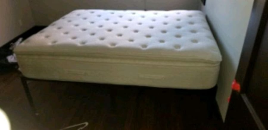 pillow top queen size great condition less than 5 months used c6e4ed3d-ebdd-43b5-b9b5-63f00c042866