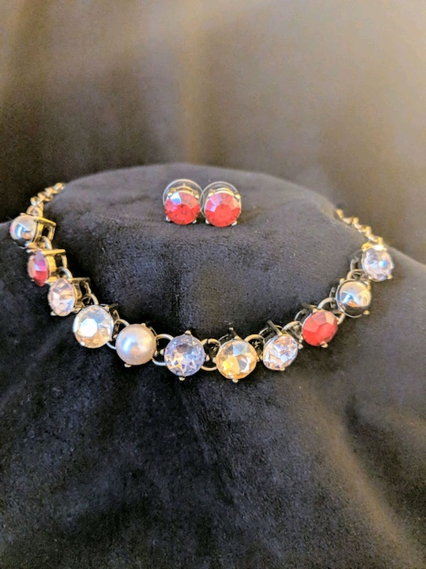 *NWT*Gold & Red Jeweled Necklace and Earrings Set 995927ab-c81c-41c3-885b-80e278a2088d