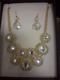 gold-colored necklace with earrings Toronto, M1B 0A7