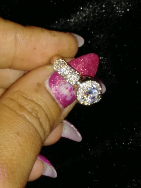 ***COCKTAIL/ENGAGEMENT RING*** 979306e9-0094-43b1-9236-ac70d1ac68e8