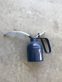 Oil lubricator can Air pump grease can.
