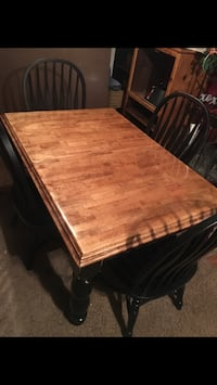 Kitchen table 4 chairs  Booneville, 38829