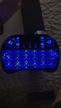 Wireless keyboard with built in mouse pad Vaudreuil-Dorion, J7V 2T9