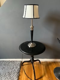 Night stand with new lamp  15$$ Clifton