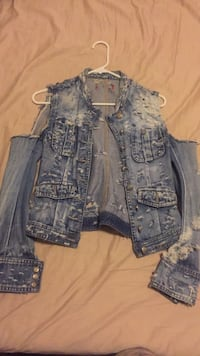 Jean jacket size s xs Vancouver, V5X 1N5