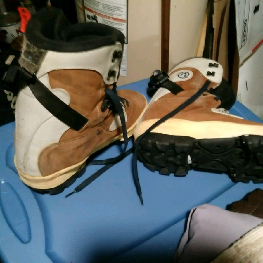Snow boarding boots size 12.5 brand Nice