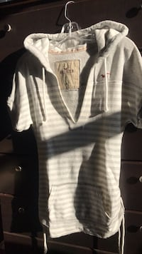 Hollister towel t-shirt sweater Toronto, M5J 1E6
