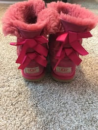 Girls Ugg Bailey Bow boots size 13 Columbia, 21046