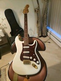 Fender Strat Limited Edition Gold Hardware West Vancouver, V7V 1R3
