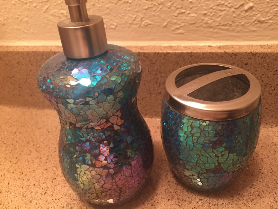 used bathroom soap dispenser and toothbrush holder for sale in los rh us letgo com Toothbrush Set Toothbrush Cup Soap Holder