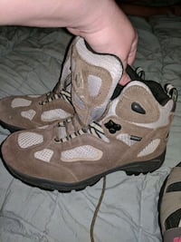 New hiking boots youth mens 5 or womens 7.5 Ladson, 29456