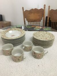 Beige and pink floral dish set Calimesa, 92320