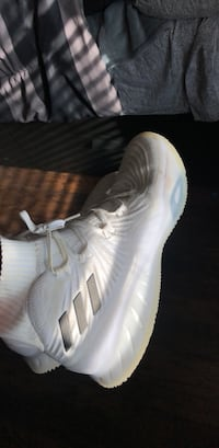 cafe36e54 Used unpaired white and green Nike low-top sneaker for sale in ...