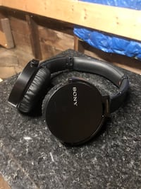 Black and gray sony corded headphones Manchester, 03102