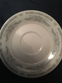 round white and blue floral ceramic plate Los Angeles, 90047