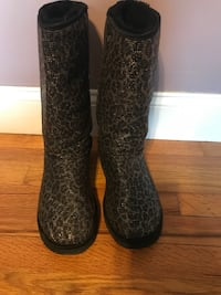 pair of black-and-brown rain boots LaGrangeville, 12540