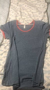 Gray and orange scoop-neck shirt Winchester, 22601