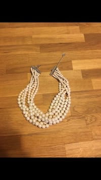 Women's necklace  Woolwich, N3B 3P1