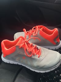 pair of white-and-pink Nike running shoes Ottawa, K1L 6L2