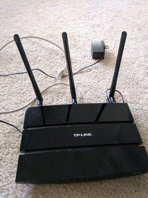 TP Link TL-WDR4300 Router 1