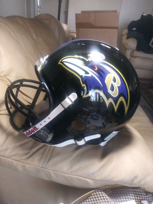 Ray Lewis Signed. Ravens Ridell hekmet. ae8d1fc7-3ee2-4d73-be5c-50773fb4b53c