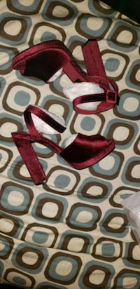 NIB Hidden Fashion velvet heels 2270 mi